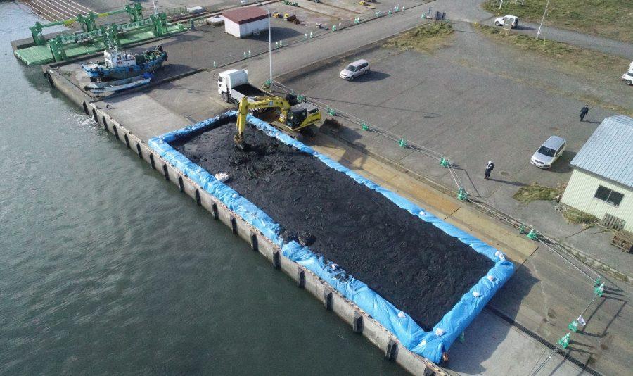 旭浜(大樹)漁港 土捨工 陸揚げ岸壁土砂運搬状況